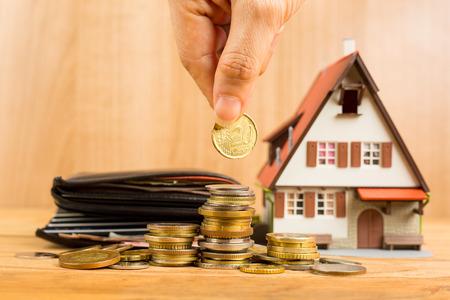 viviendas: Carga Hipoteca y el documento de propiedad calculadora concepto.