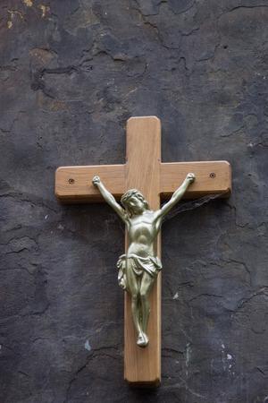 kruzifix: Kruzifix-Status mit schwarzem Hintergrund.
