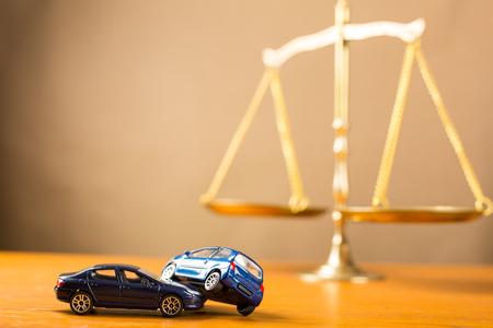 derecho penal: accidente de coche necesita a la justicia en caso de que no pueda negociaciones Foto de archivo