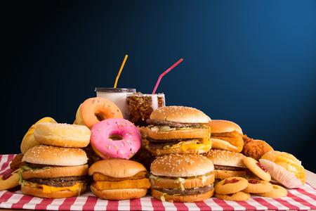 Meerdere type Fast voedsel op tafel. Stockfoto