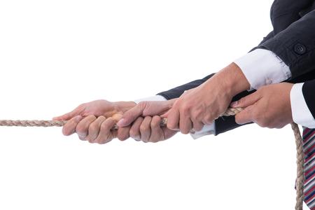 la union hace la fuerza: El trabajo en equipo equipo hombre de negocios, equipo tirando de la cuerda para la demostraci�n de potencia del concepto de grupo. Foto de archivo