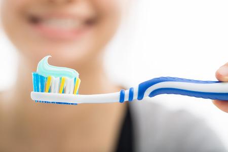 Tandenborstel tandheelkundige zorg voor uw gezonde mond-concept