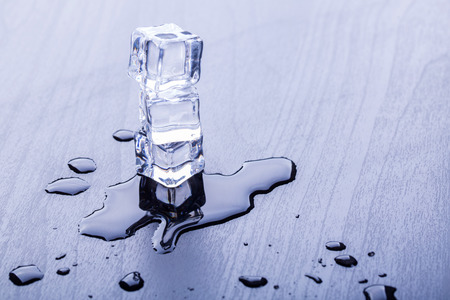 refrigerate: Ice cubes cool for your beverage