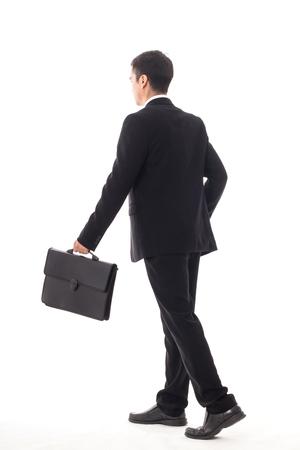 Camminata dell'uomo d'affari isolata con fondo bianco. Archivio Fotografico