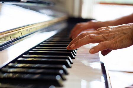 Piano playing and practicing music melody. Standard-Bild