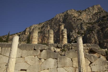 delfi: The remaining columns of the Temple of Apollo at Delphi in Greece.
