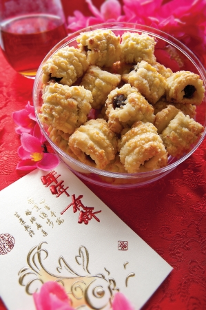 Traditional Chinese biscuits placed in a bowl