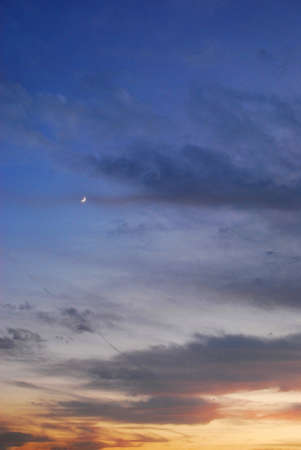 dusk and clouds and moon 版權商用圖片