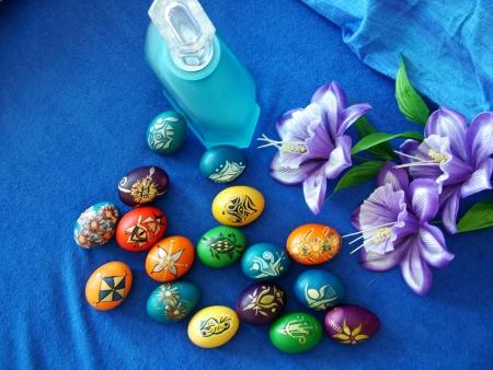Beautiful painted easter eggs on a colorful background Stock Photo - 15881273
