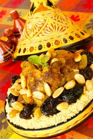 marocchini: Pollo marocchino con prugne e mandorle Archivio Fotografico