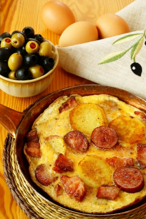 omelet: Omelet with potatoes, bacon and sausage