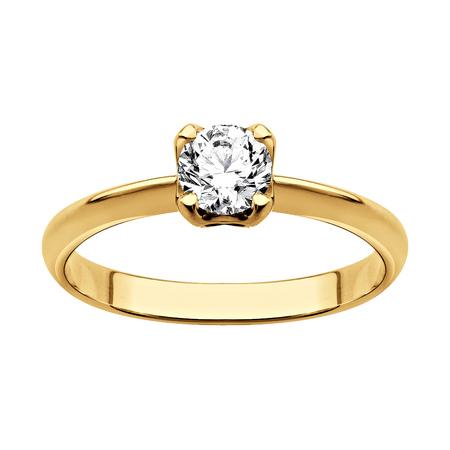 Anello in oro con diamanti (su sfondo bianco)