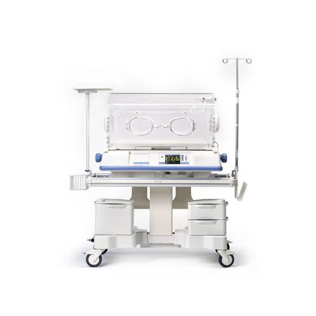 Incubadora infantil neonatal, aislada sobre fondo blanco. Equipo medico