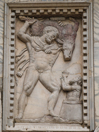 Hercules and the boar of Erymanthus bas-relief on the facade of St. Marks's Basilica in Venice Imagens - 25876340