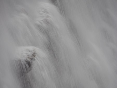 elan: Close view at water splasing from the dam at Pen-y-garreg in one the reservoirs in the Elan Valley in Wales, UK
