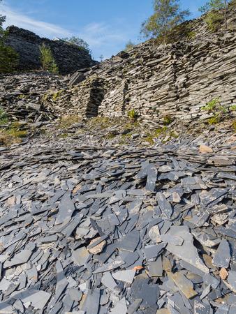 Déchets d'ardoise tas de mines dans les montagnes de Snowdonia, Pays de Galles Banque d'images - 29013122