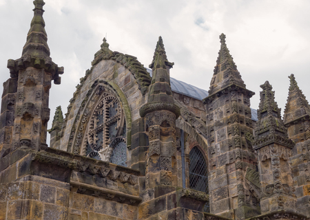 Roof and pinnacles of ornate Rosslyn chapel in Scotland Imagens
