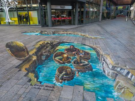 Almere, Holanda - el 27 de-OCT-. 2015: Pintura del artista desconocido muestra el poder de 3D ilusión óptica de una pintura en la calle. Una vez al año la ciudad de Almere permite a los artistas crear arte de la calle Foto de archivo - 52389030