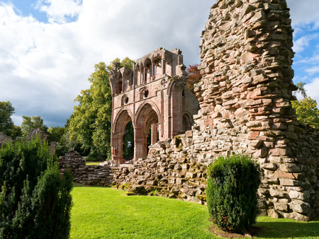 sir walter scott: Ruins of Dryburgh Abbey in the Scottish Borders, the burial place of Sir Walter Scott