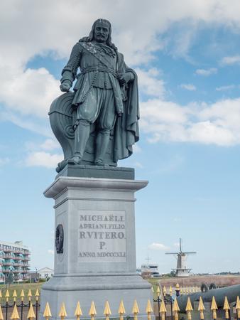 Michiel de Ruyter monument in the port of Vlissingen, Netherlands. De Ruyter, born in Vlissingen, was a very skilled 17th century Dutch admiral Imagens