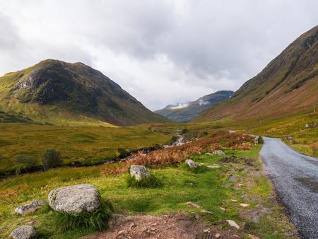 Le spectaculaire Glen Etive dans les Highlands écossais a été le lieu du Skyfall de James Bond Banque d'images