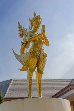 thai golden statue