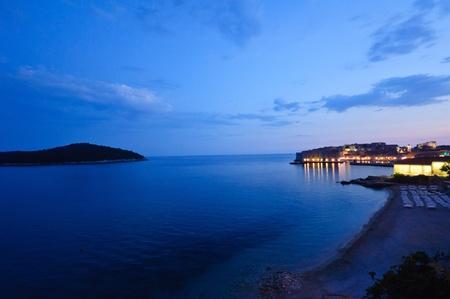 Nacht von Sicht von Banje Strand und Altstadt - Dubrovnik, Kroatien