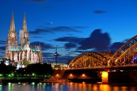 Cathedral and Hohenzollern Bridge -  Cologne/Köln, Germany Standard-Bild