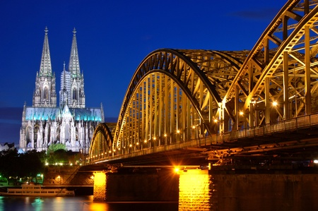 대성당과 Hohenzollern 교량 - 쾰른  Köln, 독일 스톡 콘텐츠