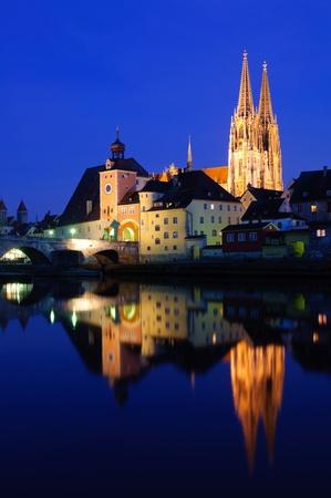 Alte Stadt Regensburg in der Dämmerung, Deutschland
