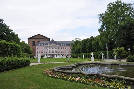 tourisms: Palace garden in Trier, Germany