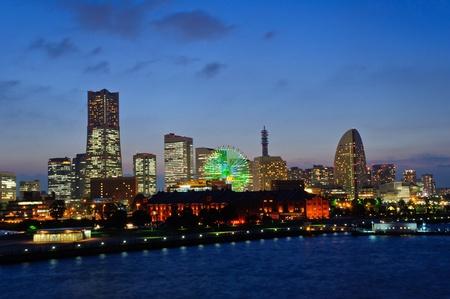 Minato Mirai 21 in der Abenddämmerung in Yokohama, Japan Lizenzfreie Bilder - 10716273