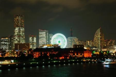 Minato Mirai 21 w nocy w Jokohamie, w Japonii