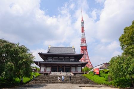 Tokyo Tower and Zojo-ji Temple in Tokyo, Japan 新聞圖片
