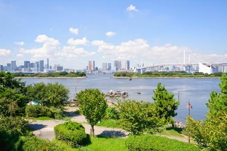 Tokio Wolkenkratzer sehen von Odaiba Standard-Bild - 10921033
