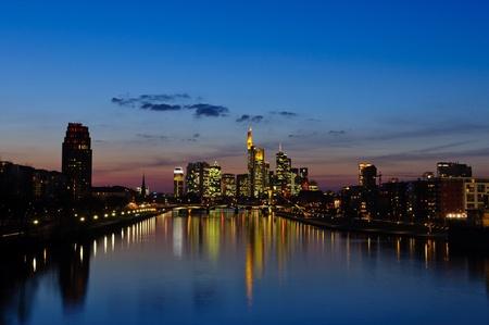 Frankfurt am Main, Deutschland in der Dämmerung Editorial