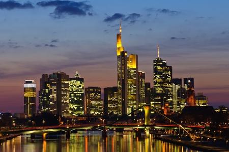 Frankfurt am Main, Deutschland in der Dämmerung Standard-Bild - 13072106