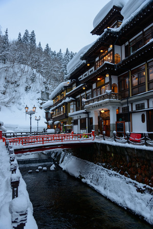 Historic District der im Winter-Ginzan Onsen Standard-Bild - 29670378