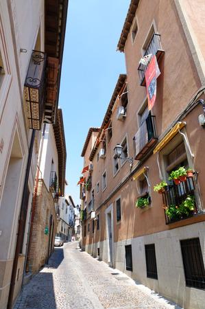 Gasse in der Altstadt von Toledo in Spanien