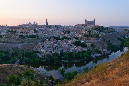 Die historische Stadt Toledo in der Dämmerung in Spanien Standard-Bild - 29831500