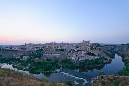 Die historische Stadt Toledo in der Dämmerung in Spanien Lizenzfreie Bilder