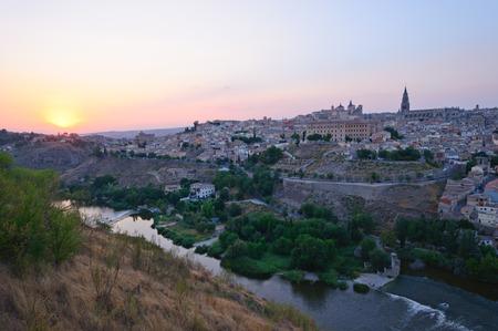Die historische Stadt Toledo in der Abenddämmerung in Spanien Lizenzfreie Bilder