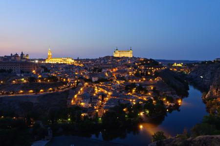 Nacht Blick auf die Altstadt von Toledo in Spanien