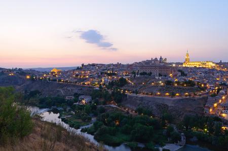 Nacht Blick auf die Altstadt von Toledo in Spanien Standard-Bild - 29775856