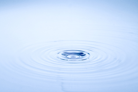 plätschern des wassers Standard-Bild