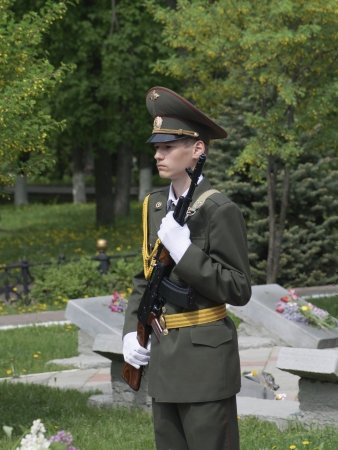 the alumnus:  guard of honour beside monument fallen soldier at Day of the Victory