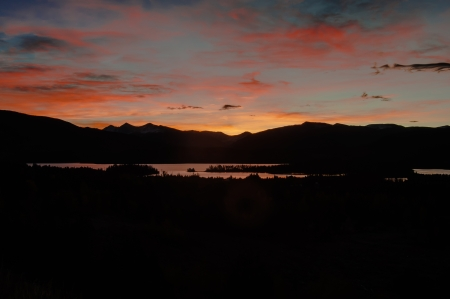 lake dillon: Sunrise over mountain reservoir