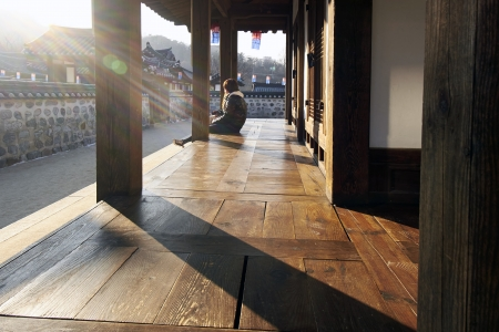 Seoul, Korea, 23 Dec 2013 - Evening sun at Hanok Village 新聞圖片