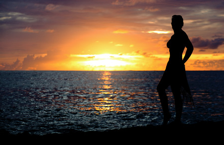 Silhouette of a sexy lady posing for a sunset moment at Kuta Beach, Bali 版權商用圖片