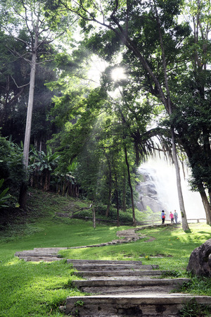 Chiang Mai, Thailand, 5 June 2014 - A natural walkpath to the Wachirathan majestic waterfall  新聞圖片